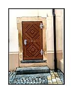Kostičky,trubičky,na dveřích dvě (O)pičky...