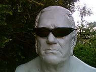 Socha s brýlemi