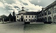 Nádvoří zámku v Cholticích