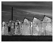 Oprýskaná továrna
