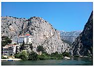 Omišské kopečky u řeky Cetiny