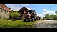 jede traktor, je to zetor, jede do hor