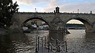 Karluv most z mola