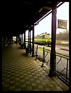 vlak přijíždí