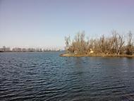 tesne pred zamrznutím jazera.)