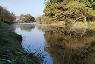svítání nad řekou