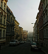 Wolkerova ulice v mlze