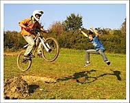 biker a jeho verný fanúšik ...