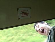 Nevyklánět se z okna!