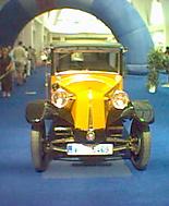 Historické auto zachycené historickým fotomobilem
