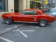 Ford_Mustang_z_boku