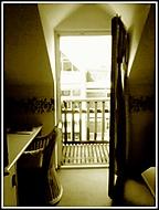 Okno v hotelu