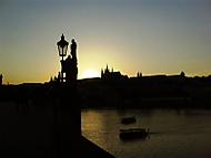Slunce za hradem