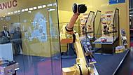 kontrolní robot měří laserem