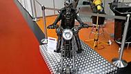 robot vyrobil člověk sestavil