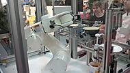 robot peče palačinky