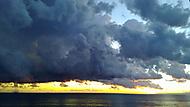 Západ s bouřkou a tornádem v Bogliasco