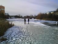 na tenkém ledě