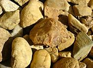 Kameny na dekoraci kolem domu rodičů....w810i fotil makro moc hezky