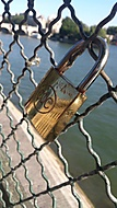 Osamělý kousek z Pont des Arts