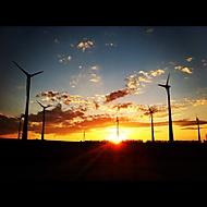 Rakouské vrtule při západu slunce