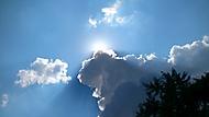 Blížící se bouře, zastření slunce mraky.