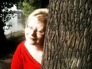 Objímání stromů na Střeleckém ostrově