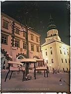 Lavička Václava Havla v zasněžené Kroměříži
